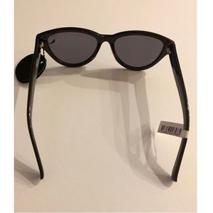 "Quay Australia Accessories - NWT QUAY ""Rizzo"" Black/Smoke Sunglasses"